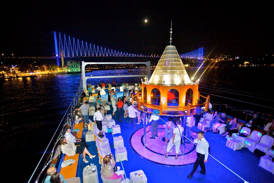 Dinner Cruise Tour In Istanbul